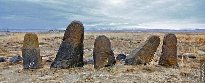 17.Vùng núi Altai thuộc lãnh thổ Trung Quốc là nơi có nhiều di tích của người Đột Quyết cổ đại nhất.