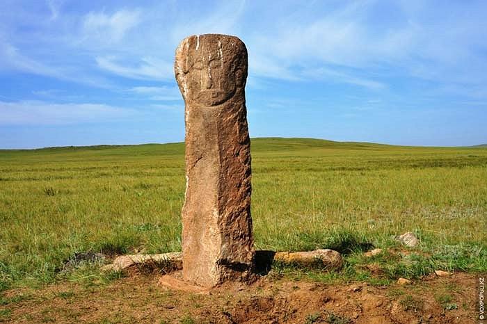 27.Bức tượng này nằm ở miền bắc của đất nước Kazakhstan.