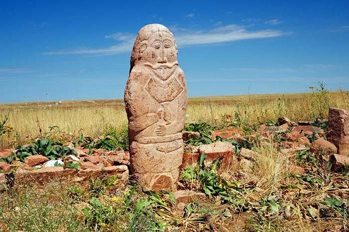 33.Bức tượng này là một trong những balbals hoàn chỉnh và đẹp nhất. Nó được phát hiện tại tỉnh Zhambyl (Kazakhstan).