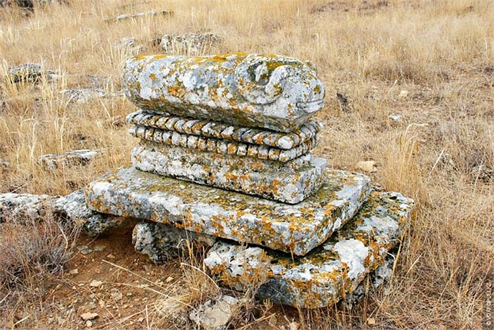 9.Hình dáng và nghệ thuật điêu khắc ở mỗi vùng đất khác nhau cũng mang các đặc trưng riêng biệt.