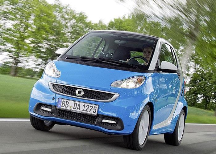 Smart Fortwo Coupe 54bhp Cdi là mẫu xe trang bị động cơ máy dầu thứ 5 có mức tiêu thụ nhiên liệu đáng nể, 2,75 lít/100 km và có lượng phát thải CO2 ở mức 86g/km.