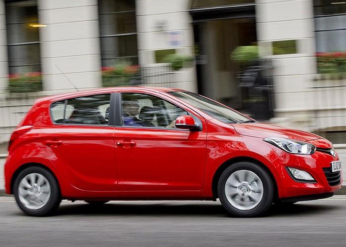 Cũng sử dụng động cơ máy dầu thế hệ mới, Hyundai i20 1.1 CRDi Blue ngang ngửa với Renault Clio dCi 90 Euro khi tiêu tốn 2,66 lít dầu cho 100 km và có lượng phát thải CO2 ở mức 84g/km.