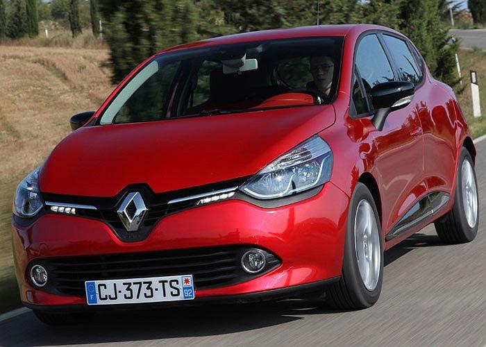 Được trang bị động cơ máy dầu đời mới, Renault Clio dCi 90 Eco chỉ cần 2,66 lít dầu cho 100 km và có lượng phát thải CO2 ở mức 83g/km.