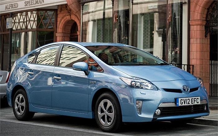 Dòng xe đứng vị trí thứ 2 là Toyota Prius Plug-in với mức tiêu thụ nhiên liệu chỉ 1,74 lít/100 km và có lượng phát thải khí CO2 ở mức 49g/km. Mẫu xe này cũng sử dụng động cơ lai nhưng là kết hợp giữa xăng và điện
