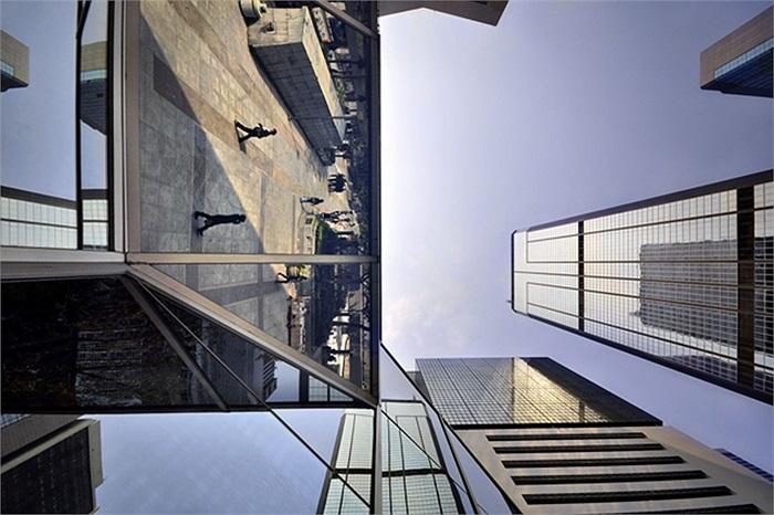 Chàng nghệ sĩ trẻ đặt tên cho bộ ảnh về những tòa nhà của Hongkong là 'những chân trời thẳng đứng'