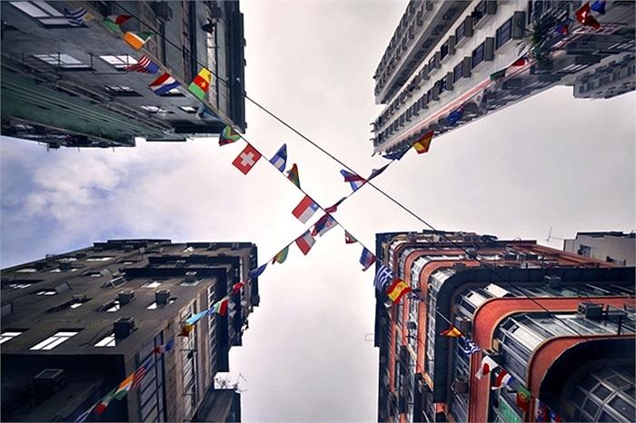 Bộ ảnh là những góc nhìn cực độc và lạ từ dưới lên trên của các tòa nhà cao chót vót