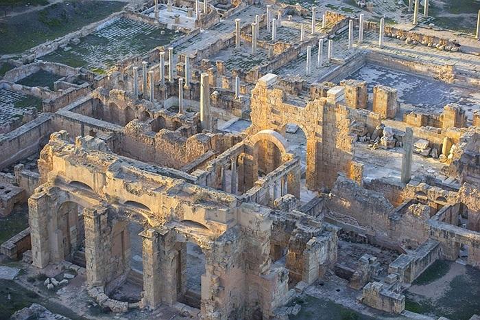 Khu di tích Leptis Magna, công trình nổi tiếng của Đế chế La Mã cổ đại tại Khoms, Libya