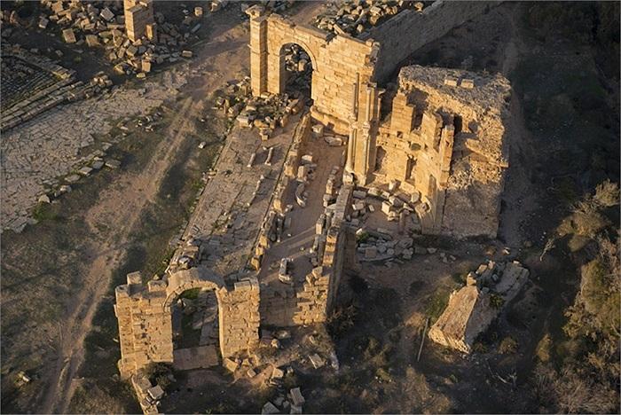 Những cánh cổng và ngôi nhà cổ ở Leptis Magna