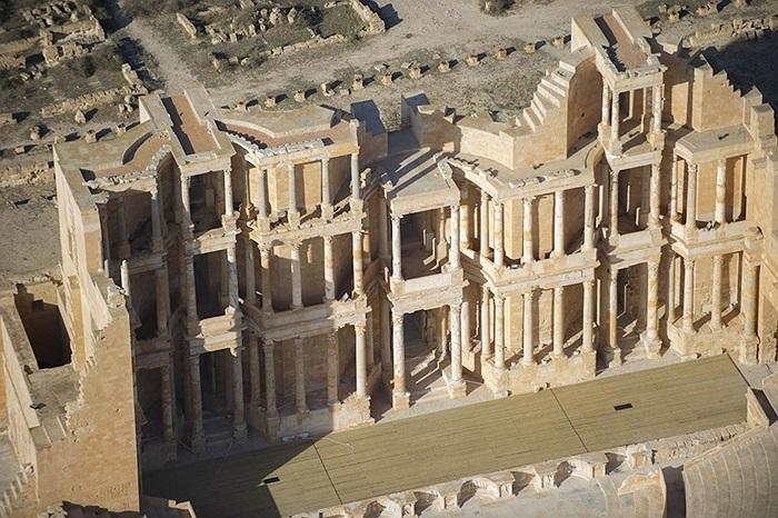 Một tòa nhà 3 tầng thuộc tổ hợp Nhà hát Sabratha cổ đại