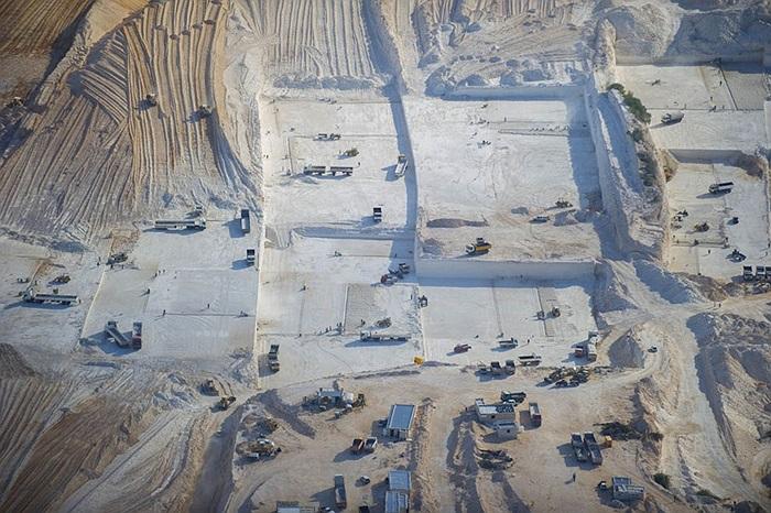 Mỏ khai thác đá nằm giữa khu vực thành phố Sabratha và thủ đô Tripoli của Libya
