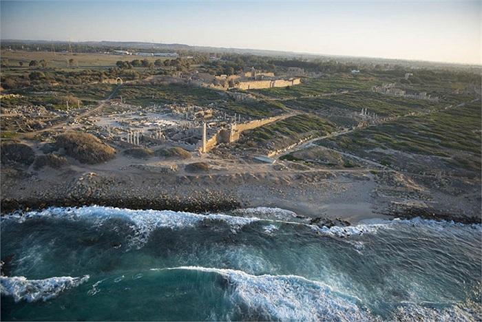 Những công trình cổ ở bờ biển thành phố Khoms, Libya