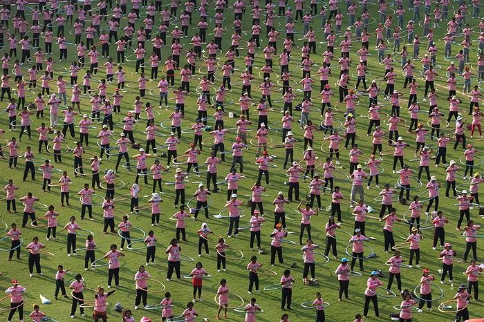 Hơn 5000 người cùng tham gia lắc vòng tại Thái Lan nhằm phá vỡ kỷ lục về số người tham gia hoạt động này đồng thời.