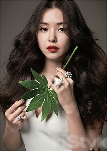 Honey Lee đã lấy bằng thạc sĩ chuyên ngành về loại đàn dân tộc Gukak của Hàn Quốc vào ngày 30/8/2010