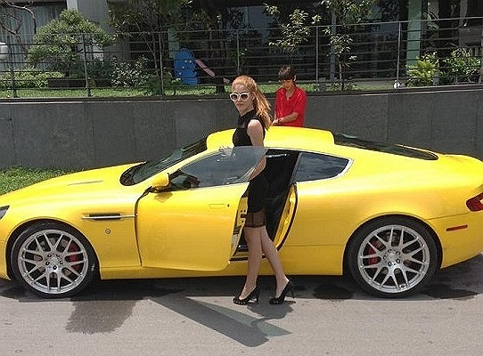 Còn chiếc xe này đã được bố cô mua làm quà sinh nhật lần thứ 18.