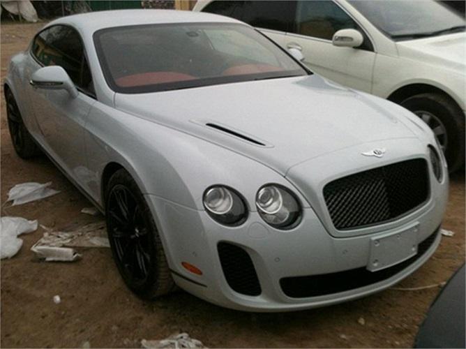 Bentley Continental Supersports. Xe sử dụng động cơ 6.0L W12, công suất 612 mã lực, mô-men xoắn cực đại 800 Nm cho khả năng tăng tốc từ 0 lên 100 km/h chỉ trong 3,7 giây trước khi đạt vận tốc tối đa 327 km/h.