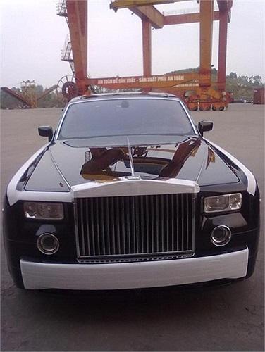 Rolls-Royce Phantom màu đen.