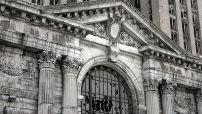 """Nhà ga Trung tâm Michigan, Mỹ: công trình mang tính biểu tượng, đặc biệt có ý nghĩa với người dân Detroit, nhưng lại sớm """"chết yểu"""" bởi không lâu sau khi đi vào hoạt động, công trình khổng lồ này đã không còn được trưng dụng."""