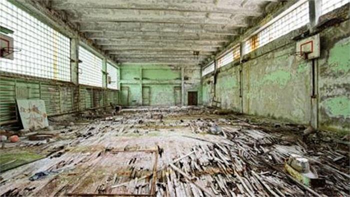 Thị trấn Pripyat, Ukraine: Pripyat bị bỏ hoang vài ngày sau thảm họa hạt nhân Chernobyl năm 1986, khiến 15 ngôi trường, một bệnh viện, một đường ray xe lửa và một công viên bị chìm vào lãng quên.