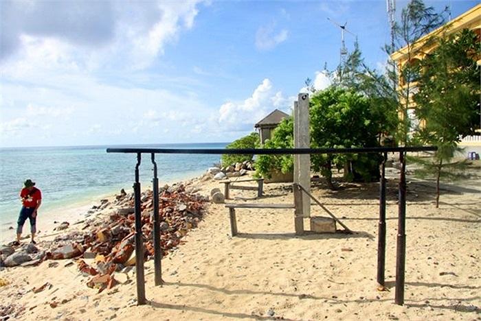 Sinh Tồn Đông là hòn đảo nhỏ, nhưng từng góc đảo đều được bố trí rất khoa học.