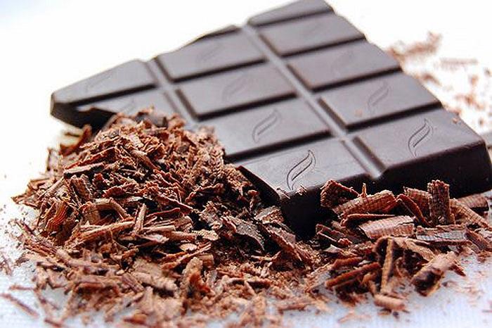 Và cuối cùng, như món tráng miệng, bạn không nên bỏ qua một khoanh sô cô la đen sẽ giúp bạn luôn tươi trẻ.