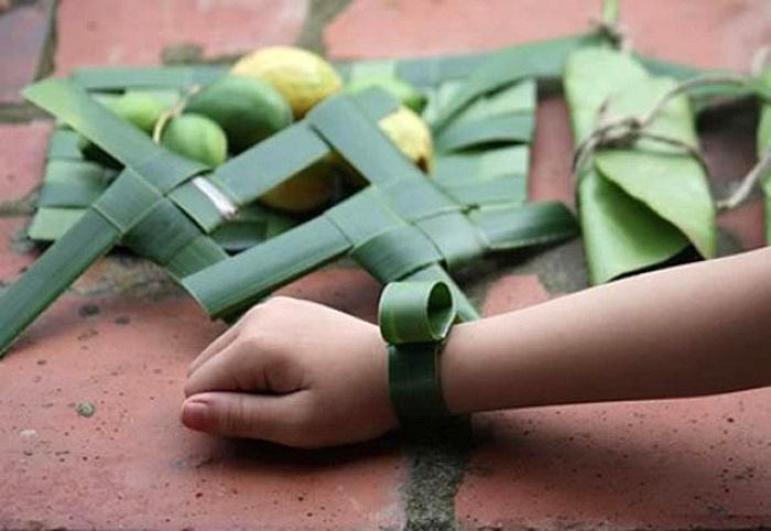 Làm đồng hồ từ lá dứa dại, lá chuối