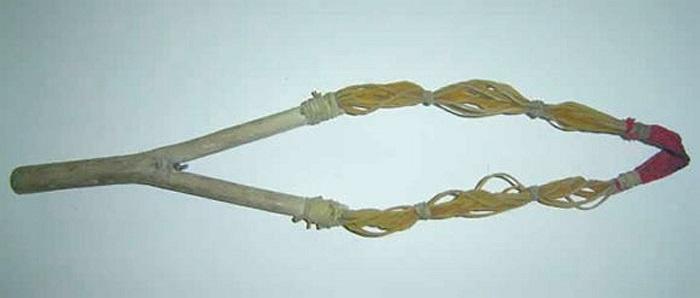 Súng cao su (ná) - loại làm bằng dây chun