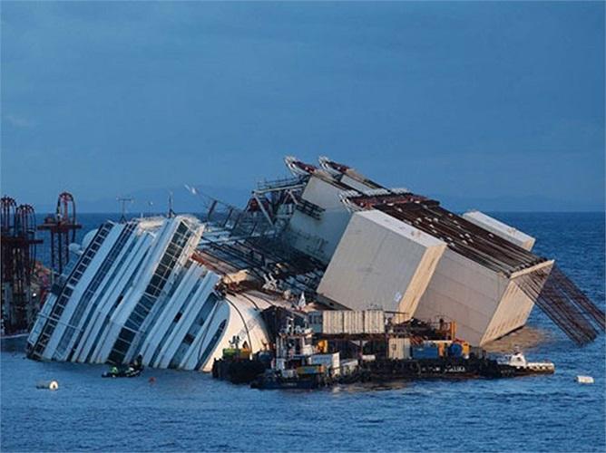 Ngày 13/1/2012, tàu Costa Concordia bị lật ở ngoài khơi đảo Giglio, Italy khiến hơn 30 người thiệt mạng