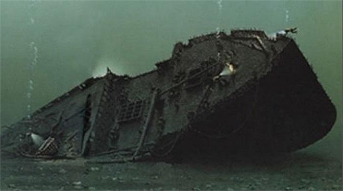 Tàu Nữ hoàng Ireland chìm tại sông  St. Lawrence ở Quebec sau khi va phải tàu nhỏ hơn là Stortad trong một ngày đầy sương mù 29/5/1914, khiến 1.012 người chết