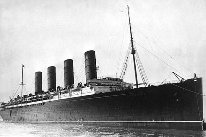 Ngày 7/5/1915, Tàu Lusitania đã va phải một quả ngư lôi của Đức khiến tàu nổ và chìm xuống biển. Khoảng 1.195 người đã thiệt mạng trong vụ tai nạn này