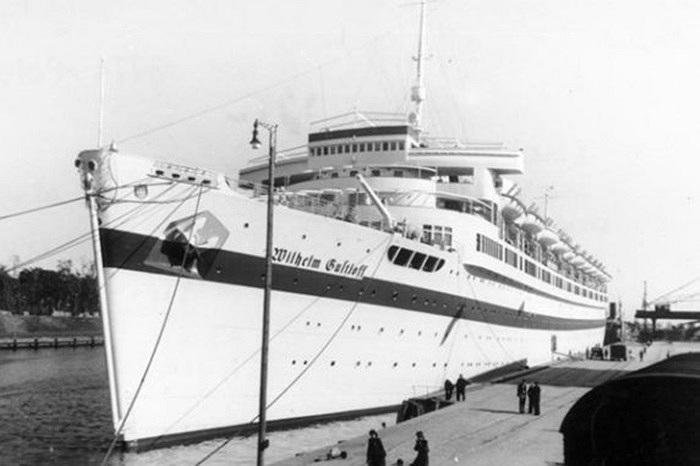 Tàu Wilhelm Gustloff  chìm vào ngày 31/1/1945 sau khi bị trúng ngư lôi của tàu ngầm Liên Xô tại biển Baltic. Ước tính 9.343 người đã chết trong thảm kịch này