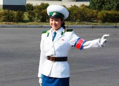 nữ cảnh sát giao thông triều tiên
