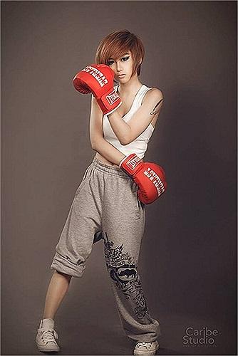 Trước đó, Quỳnh Nhi đã là một cái tên quen thuộc của cộng đồng mạng với công việc làm người mẫu ảnh cho tạp chí, đóng quảng cáo và movie ca nhạc.