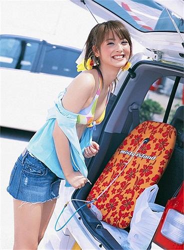 Cô còn được mệnh danh là 'nữ hoàng bikini' của Nhật Bản.