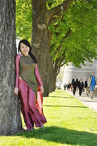 Bức ảnh có tên gọi: Vẻ đẹp mềm mại được nữ sinh Trang Ngọc Lan Phương thể hiện