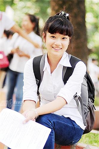 Đã quen thuộc với khán giả trẻ trong bộ phim sitcom Cửa sổ thủy tinh, Hoàng Yến hiện tại đang rất bận rộn với dự án phim mới sẽ lên sóng VTV3 bắt đầu từ chiều ngày 4/6/2013 và kỳ thi tốt nghiệp THPT quan trọng.