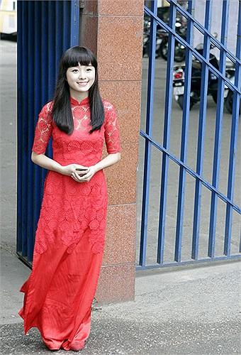 Cô nữ sinh Thái Thanh Hiền mang vẻ đẹp trong sáng, đáng yêu như búp bê đến từ trường THPT Đinh Tiên Hoàng, dự thi khoa Thanh nhạc trường ĐH Văn Hóa Nghệ thuật Quân đội.