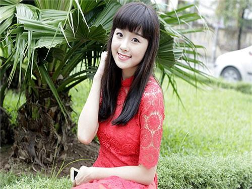 Ngay từ khi học lớp 3, Thanh Hiền đã theo học múa, hát tại CLB UNESCO tuổi thơ.