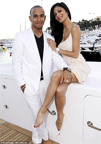 Nicole Scherzinger càng ngày càng quấn quýt với Luis Hamilton. Mối tình 'phi công trẻ lái máy bay bà già' của cặp đôi nổi tiếng này hóa ra bền vững hơn nhiều người tưởng