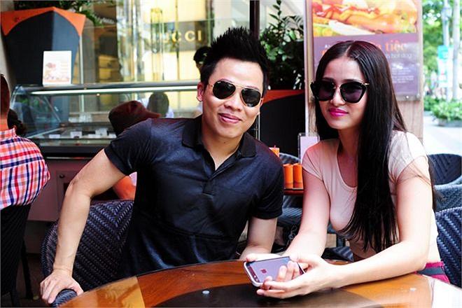 Hình ảnh thân mật của cả hai trong một quán cafe hạng sang ở Sài Gòn