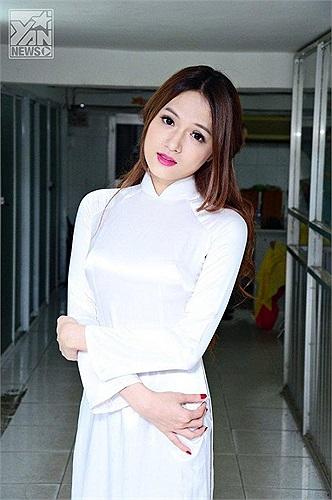 Hương Giang chuyển giới diện áo dài nữ sinh trắng nhìn như thuở 18.
