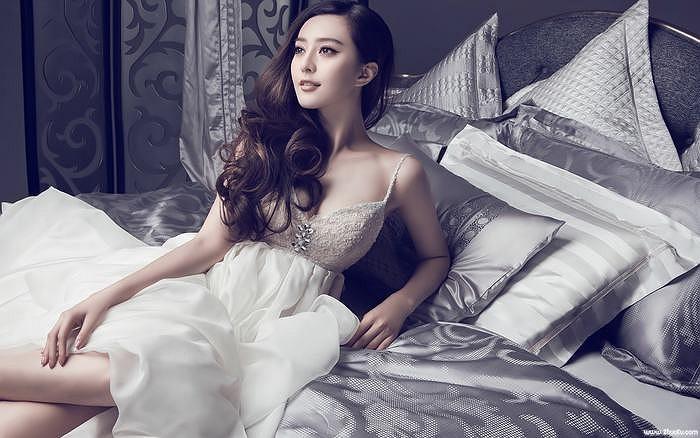 Nữ diễn viên sở hữu gương mặt chữ V với chiếc cằm nhọn mơ ước của cả phụ nữ Châu Á.