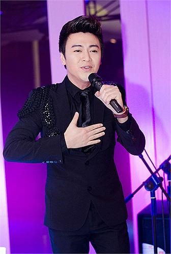 Phan Anh hát tại chương trình, Ảnh: Lê Chí Linh