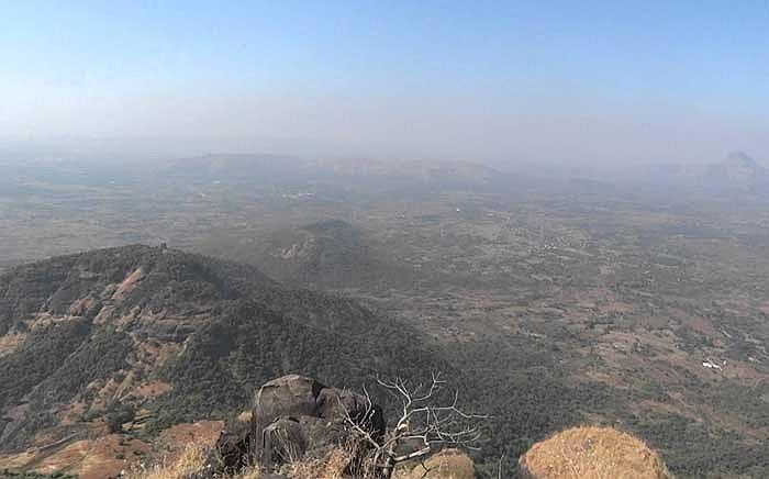 Hiện chưa có nhiều nghiên cứu về di tích pháo đài và những công trình từng tồn tại trên đỉnh núi.