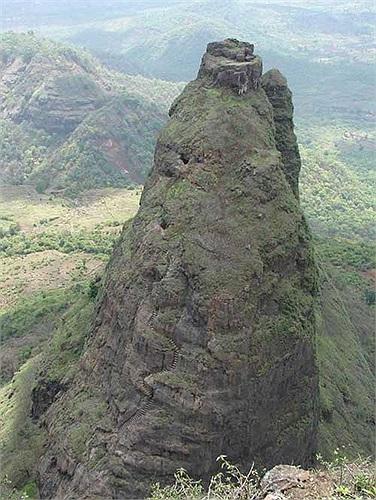 Nhưng dẫu sao thì chỉ với những gì còn sót lại, Kalavantin Durg cũng xứng đáng được coi là pháo đài hiểm trở nhất thế giới, một kỳ quan của đất nước Ấn Độ nhiều bí ẩn này.