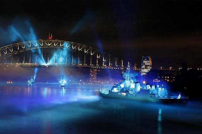 Ngày 4/10/1913, tàu tuần dương 'Australia' dẫn đầu đội tàu gồm 6 tàu tuần dương và tàu khu trục tiến vào cảng Sydney