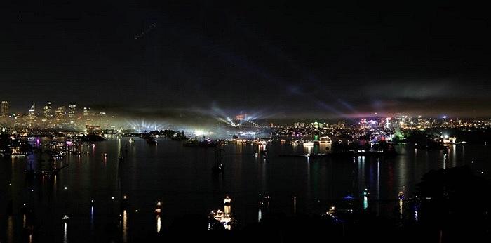 Màn trình diễn pháo hoa trên các tàu chiến ở cảng Sydney