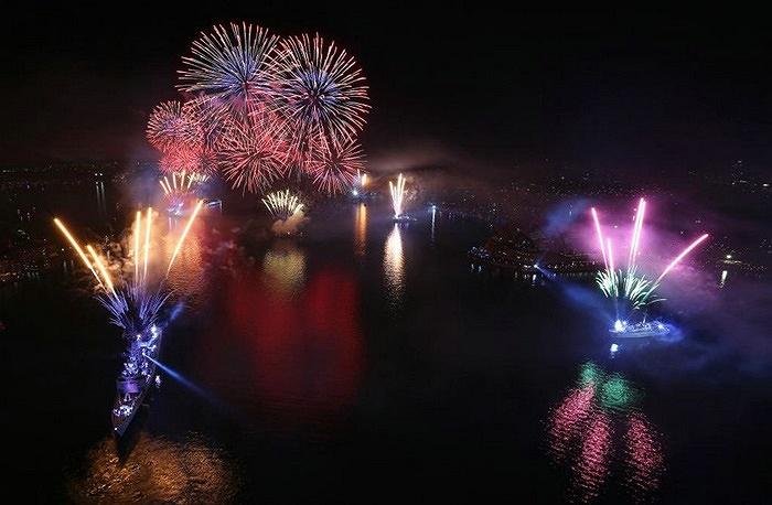Màn trình diễn ánh sáng và pháo hoa ở cảng Sydney