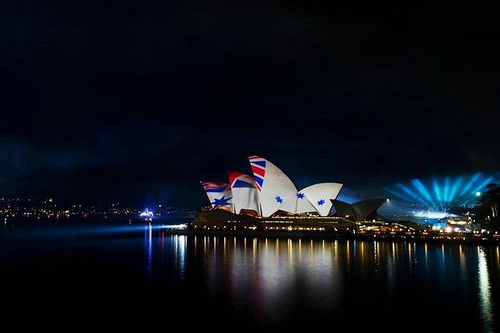 Tại thành phố Sydney cũng diễn ra nhiều hoạt động chào mừng như diễu hành, bắn pháo hoa, trình diễn máy bay