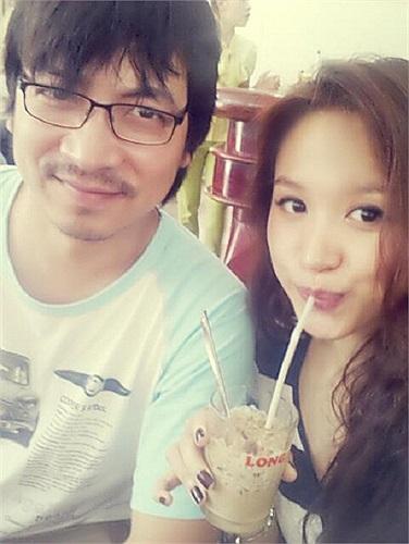 'GS Xoay' Đinh Tiến Dũng chụp ảnh cùng hotgirl Vân Hugo.