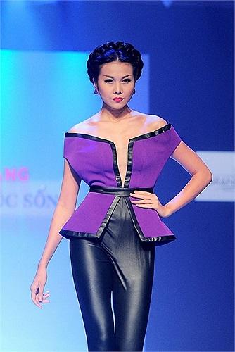 Siêu mẫu Thanh Hằng ấn tượng trên sàn catwalk.